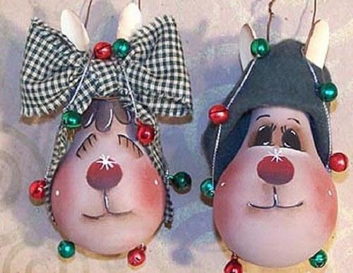 Забавные игрушки из лампочек на елку