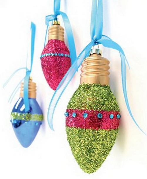 Красивые новогодние игрушки из лампочек