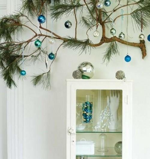 Ветка елки в интерьере фото