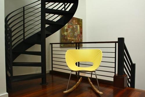 Оригинальное кресло-качалка для дома