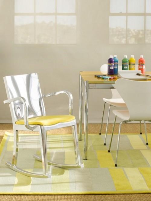 Пластиковое кресло-качалка фото