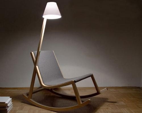 Кресло-качалка деревянное со встроенной лампой
