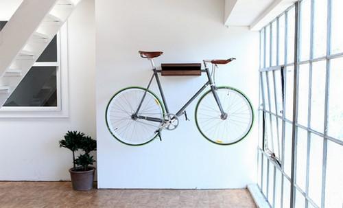 Велосипед на стене фото