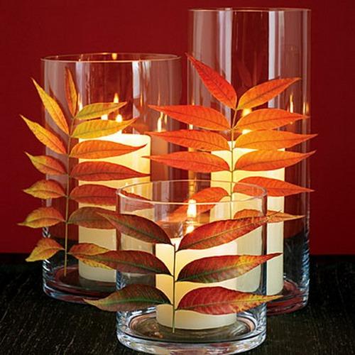 Украшение стеклянных подсвечников осенними листьями