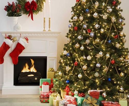 Украшение елки на Новый год в детской
