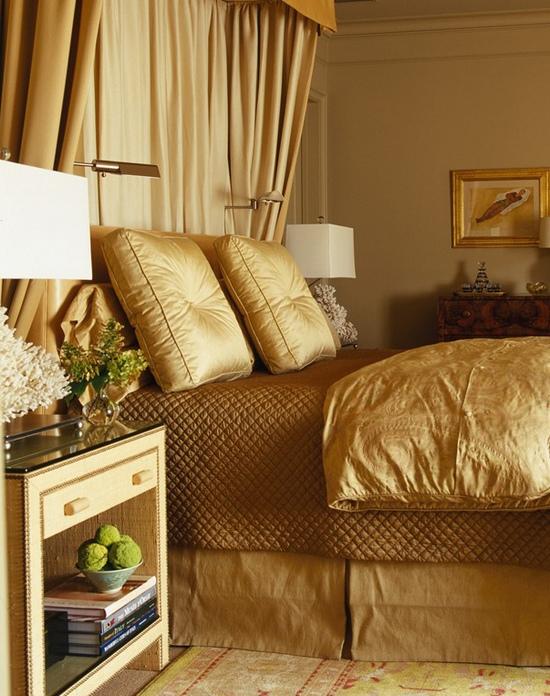 Спальня в золотых тонах