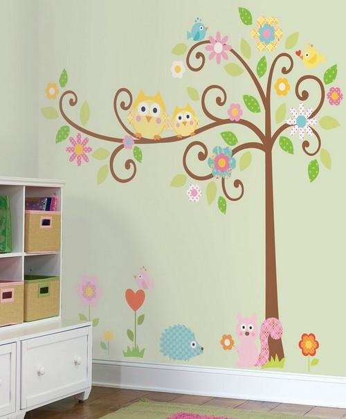 дерево на стене в детской