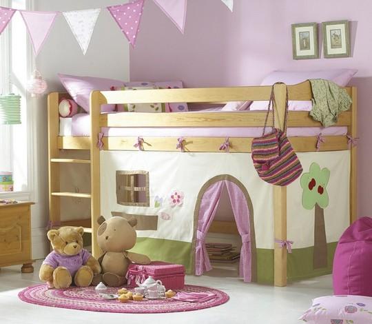 Двухъярусная кровать с игровым домиком внизу