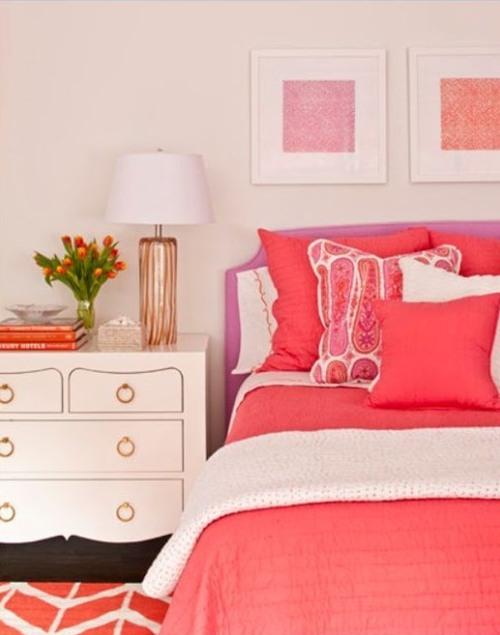 Спальня в коралловом цвете фото