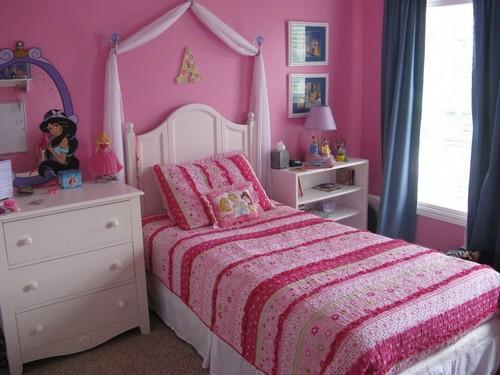 Детская комната в малиновом цвете фото