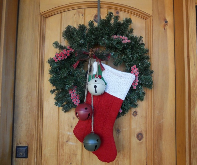 Украшаем входную дверь на новый год