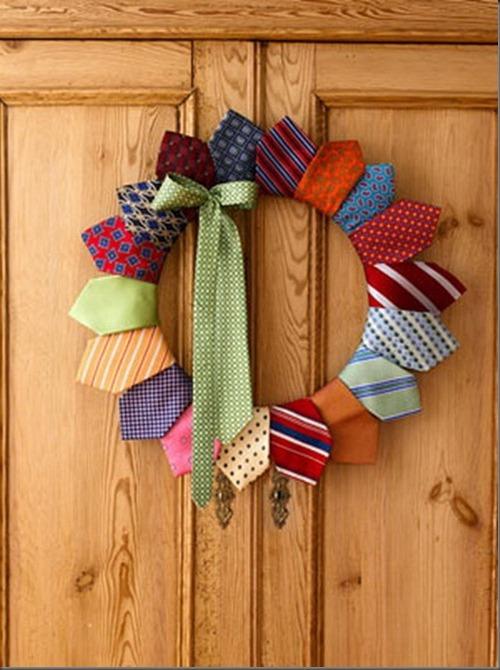 Новогодний венок из галстуков