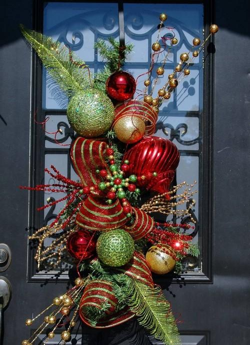 Декор для входной двери к Новому году