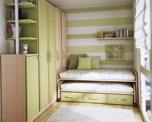 Дизайн маленькой детской комнаты с выдвижной кроватью