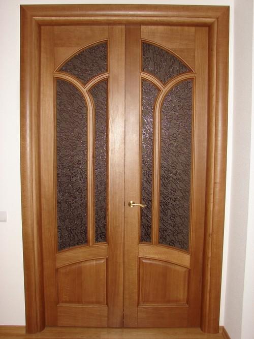 Филенчатые двери со стеклом