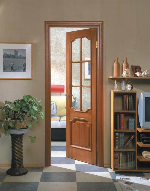 Филенчатые межкомнатные двери с прозрачным стеклом