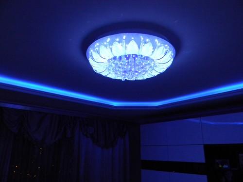 неоновая подсветка потолка фото