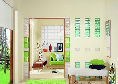 Декоративные стеклоблоки в межкомнатной перегородке