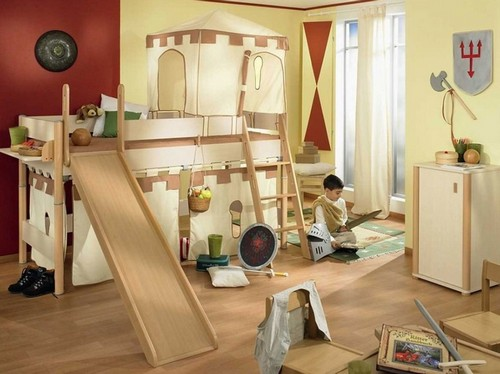 Интерьер детской комнаты с балконом