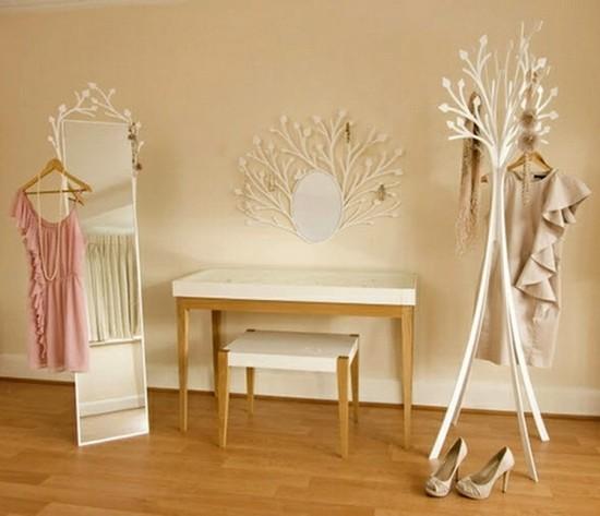 Зеркало в комнате модницы