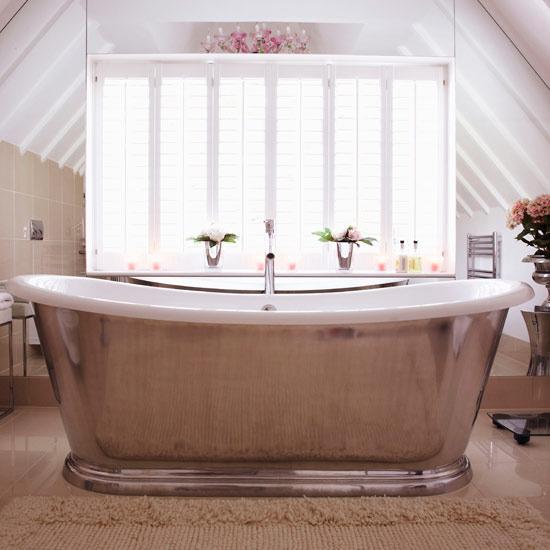Роскошная ванная комната на мансарде