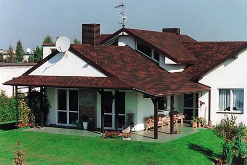 Частный дом с навесом над террасой