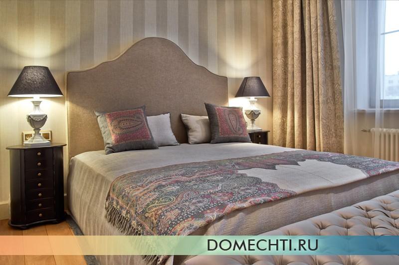 Роскошная кровать в прованской спальне