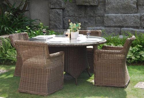 Уличная плетеная мебель для обеденной зоны