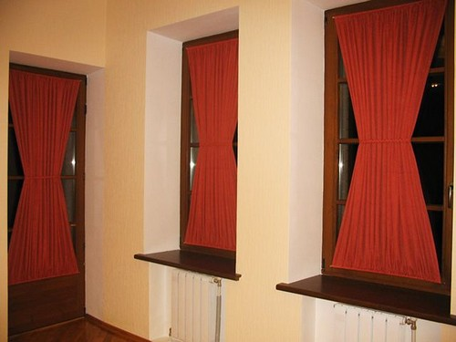 Шторы в форме песочных часов на окна и двери