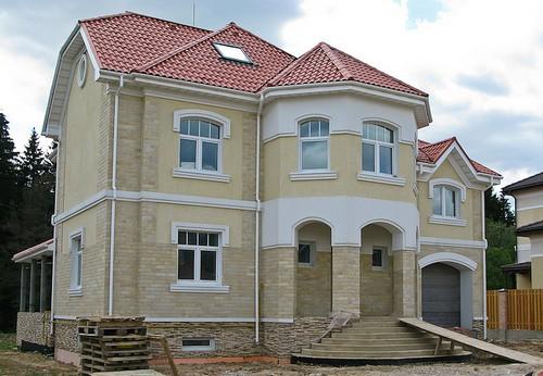Дом с арочными окнами фото