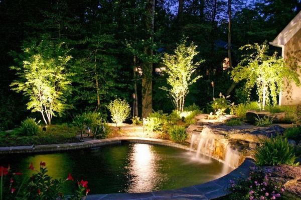 Освещение сада и бассейна фото