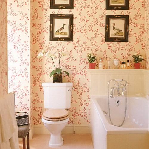 Обои для ванной комнаты в цветочек