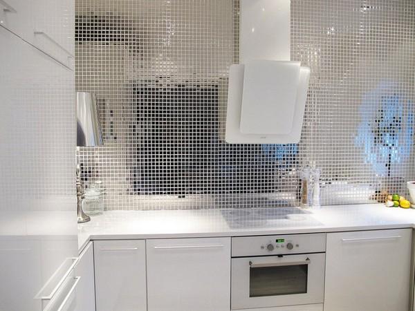 Зеркальная плитка мозаика на кухне