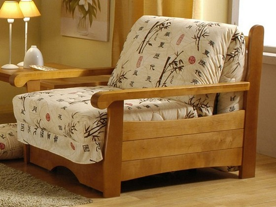 Кресло-кровать с деревянным каркасом