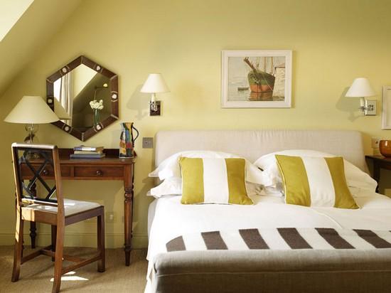 зеркала над кроватью в спальне фото