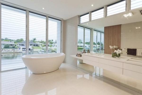 Просторная и светлая ванная комната по фен шуй фото