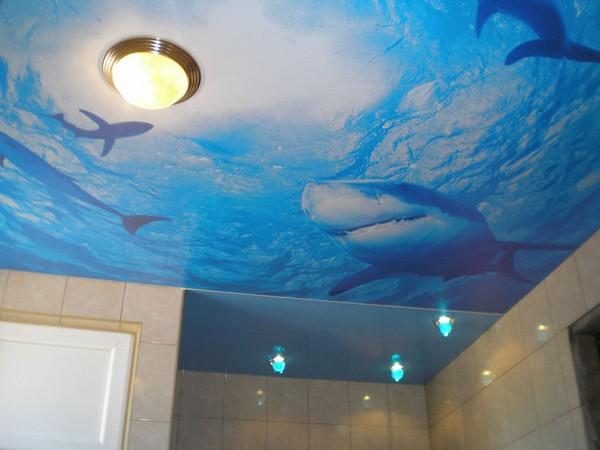 Красивые натяжные потолки в ванную комнату