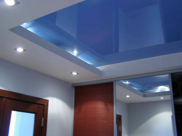 Выбор дизайна натяжного потолка в ванной
