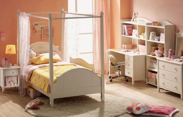 Персиковый цвет стен в интерьере детской комнаты