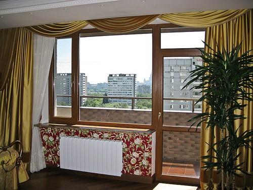 Балконный блок с дверью и окном