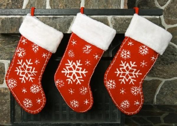 Красные рождественские сапожки со снежинкой