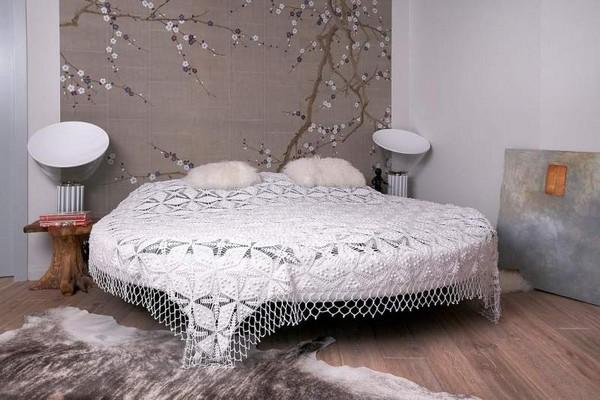 Ажурное покрывало для круглой кровати