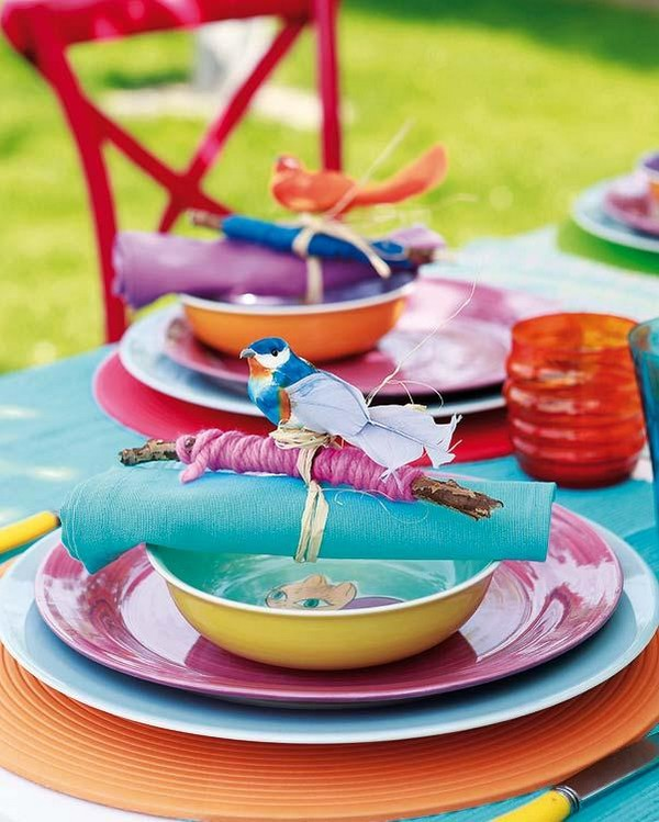 Весенний декор и яркие краски в сервировке стола к завтраку