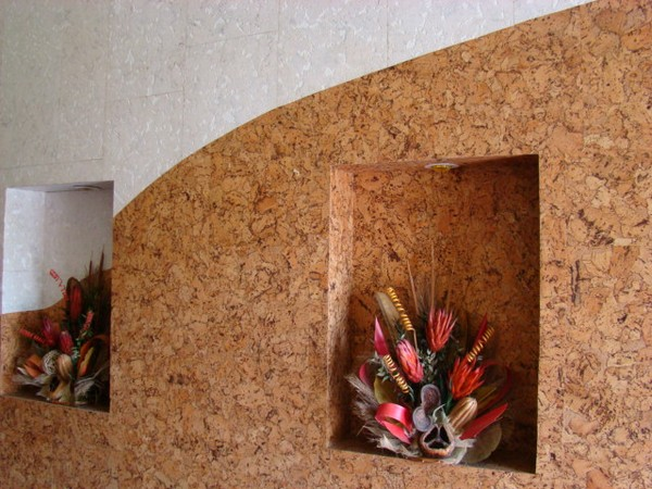 Отделка коридора стеновыми панелями из пробки