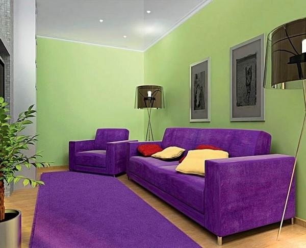 Ярко-сиреневый диван в интерьере гостиной фото