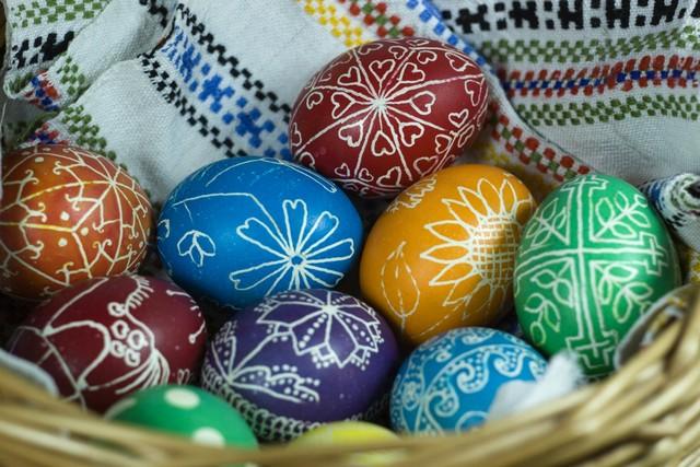 Пасхальный яйца крашеные с узором
