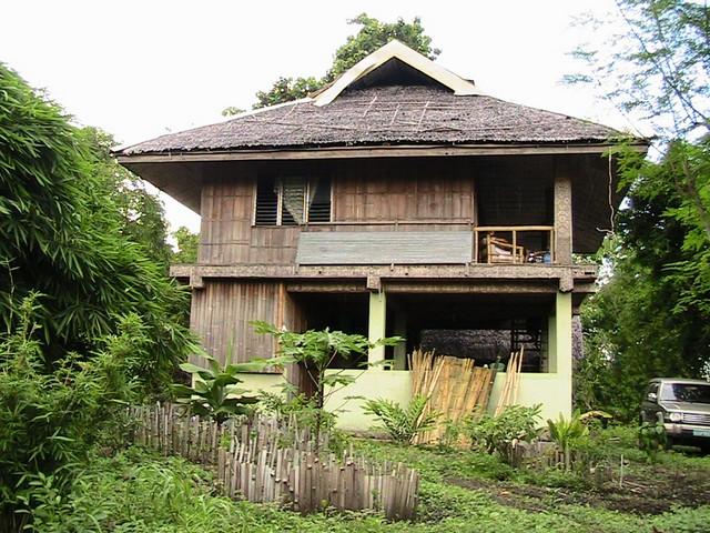 Двухэтажный дом из бамбука