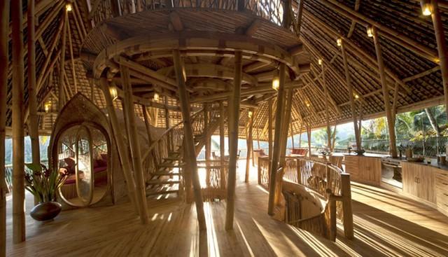 Роскошный дом построенный из бамбука