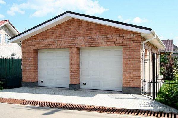 Кирпичный гараж фото