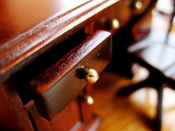 как ухаживать за полированной мебелью